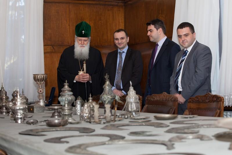 ДЗИ дари сакрални предмети на Българската Православна църква